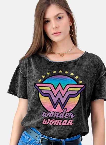 Camiseta Ampla Mulher Maravilha Logo Colors
